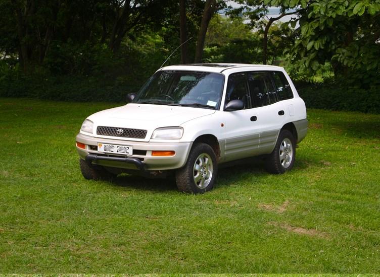 front-side-toyota-rav4-roadtrip-car-rental-engagi-safaris